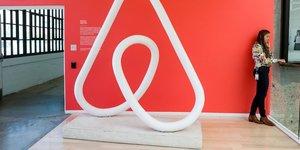 Airbnb va licencier un quart de ses effectifs