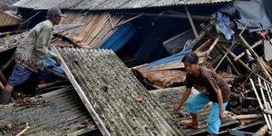 Au moins 168 morts dans un tsunami en indonesie