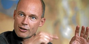 Bertrand Piccard of Switzerland, pilot and president of Solar Impulse, poses before a news briefing in Vienna June 16, 2009. REUTERS/Heinz-Peter Bader  (AUSTRIA TRANSPORT ENVIRONMENT HEADSHOT)