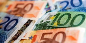 Comptes courants déficitaires de 0,9 milliard d'euros en octobre