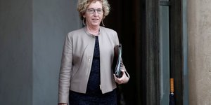 Coronavirus: 2,2 millions de salaries francais en chomage partiel, selon penicaud