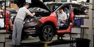 Coronavirus: les constructeurs automobiles europeens redemarrent la production