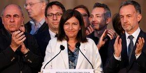 France: hidalgo serait reelue a paris avec 50,2  des voix, selon des estimations