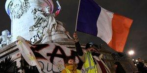 """""""gilets jaunes"""": la crise ouvre la boite a fantasmes politiques"""