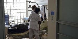hôpital, soin, assurance-maladie, Sécurité sociale, malade, patient, médecin, infirmières, lit, AP-HP,