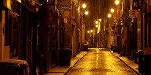 La france avance le couvre-feu a 18h00 samedi dans 15 departements