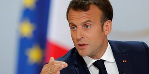 """Macron souhaite une """"reponse extremement ferme"""" face aux black-blocs"""