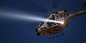 Un hélicoptère de la police survole Bruxelles (Belgique) après les attentats du 22 mars